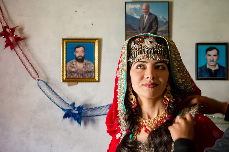 Portrait of a Wakhi women before traditional wedding Portrait d'une femme Wakhi avant mariage traditionnel